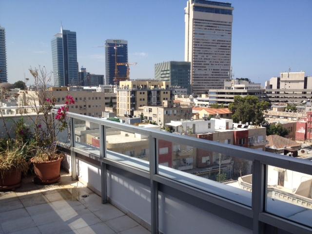Duplex Apt With Rooftop Terrace Overlooking the Sea