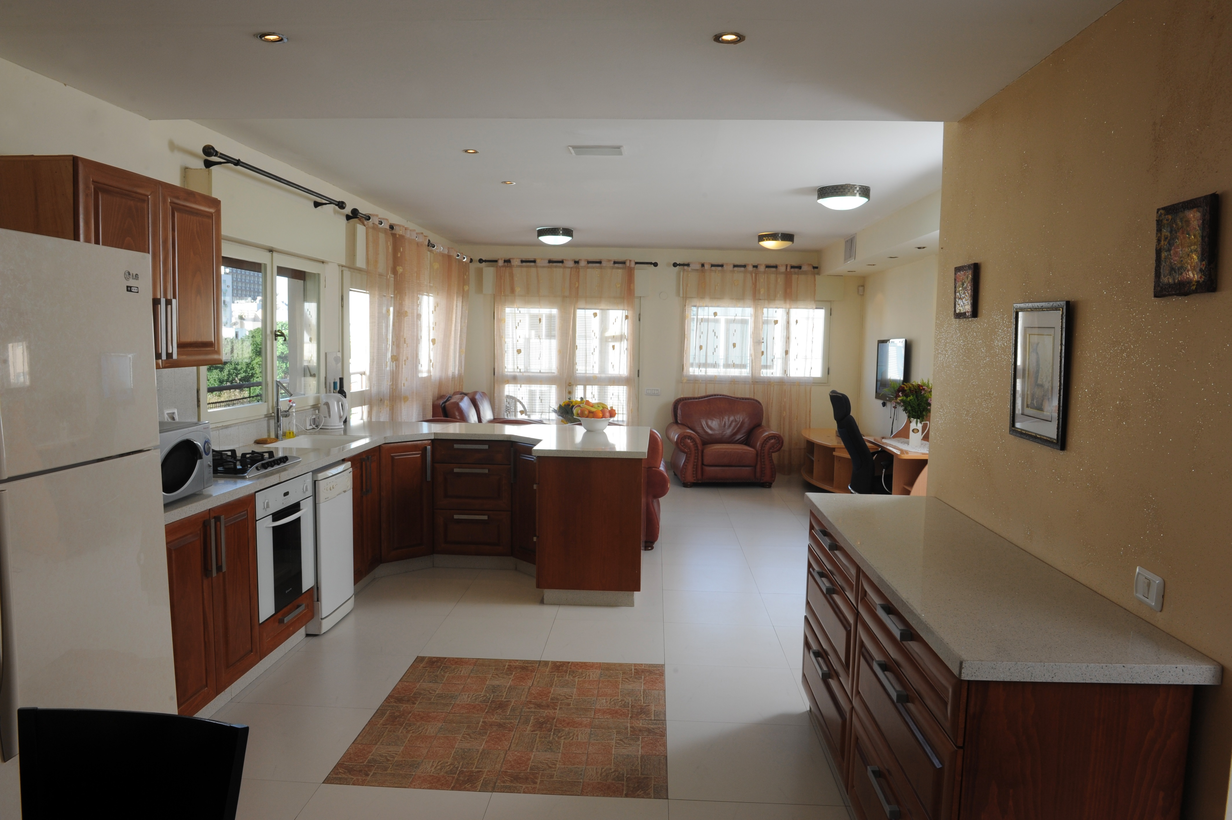 Architecturally Designed Fully Furnished Apt in Seaside Location