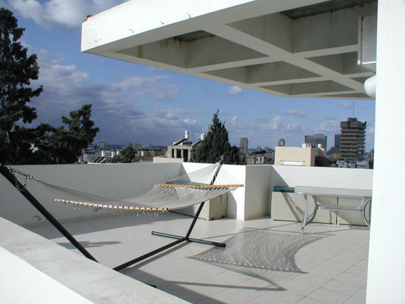 Rooftop Apt in Prime Location of City Center