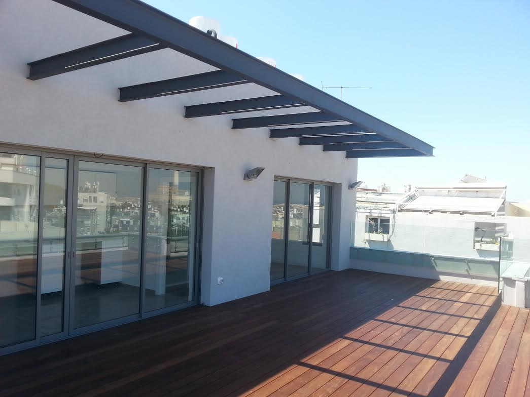 Duplex Apartment With Sea View in Quiet Old North
