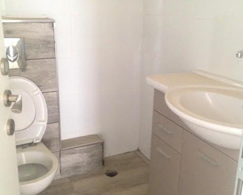 Erlich Bathroom With Shower