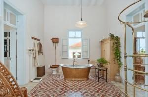 Nikanor St Bathroom