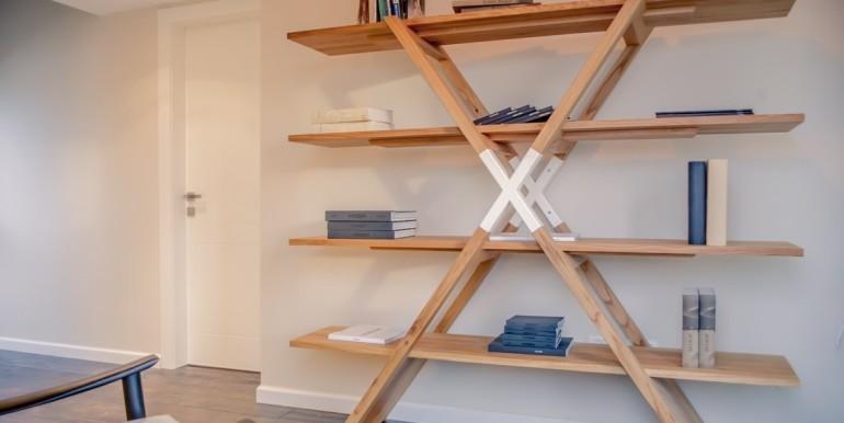 Bilu book shelf-min