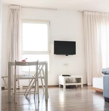 Dizengoff living room9