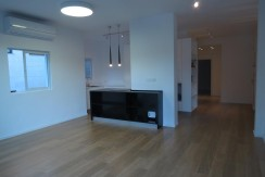 Architecturally Designed Apt with Balcony and Parking in City Center Close to Beach