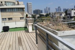 Stunning Rooftop Apartment With Balcony in City Center