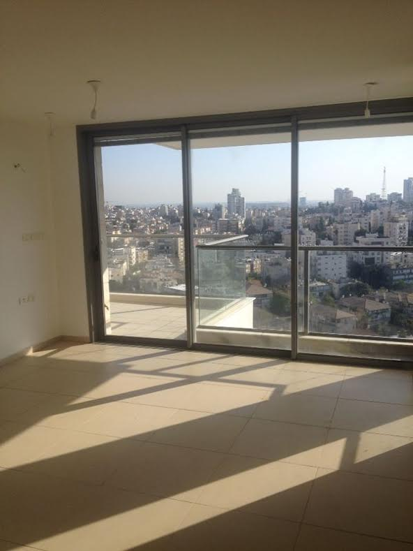 Brand New Apt With Balcony in Ramat Gan Tower