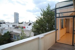 Beautifully Renovated Rooftop Apt in Prime Location of City