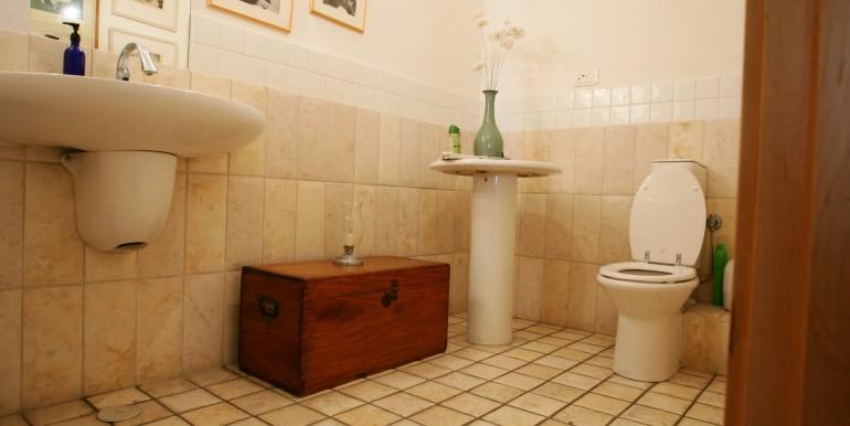 Louis pasteour bathroom1-min