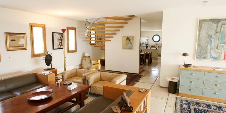 Louis pasteour living area 2-min