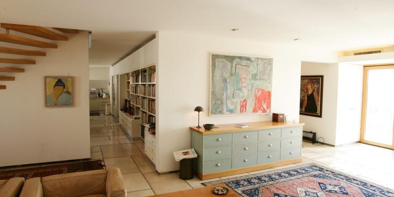 Louis pasteour living area3-min