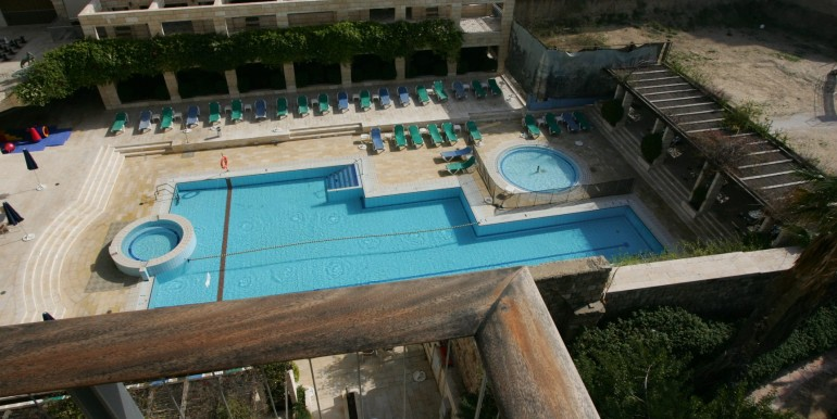 Louis pasteour pool-min