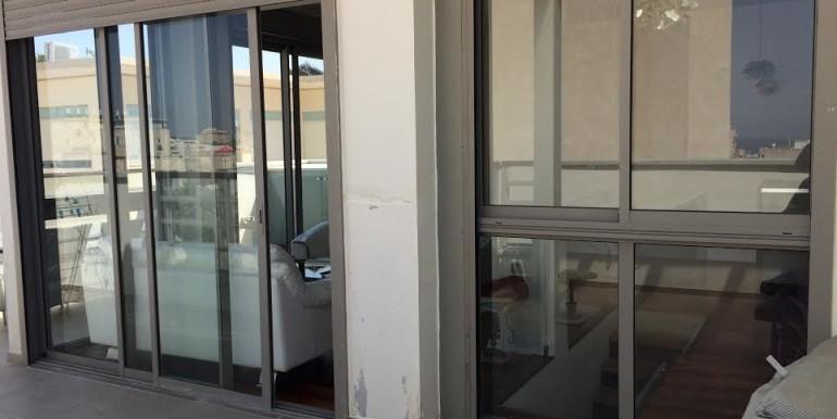HaAri balcony-min
