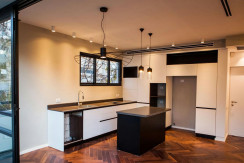 Architechturally Designed and Renovated 3 Bedroom near the Beach