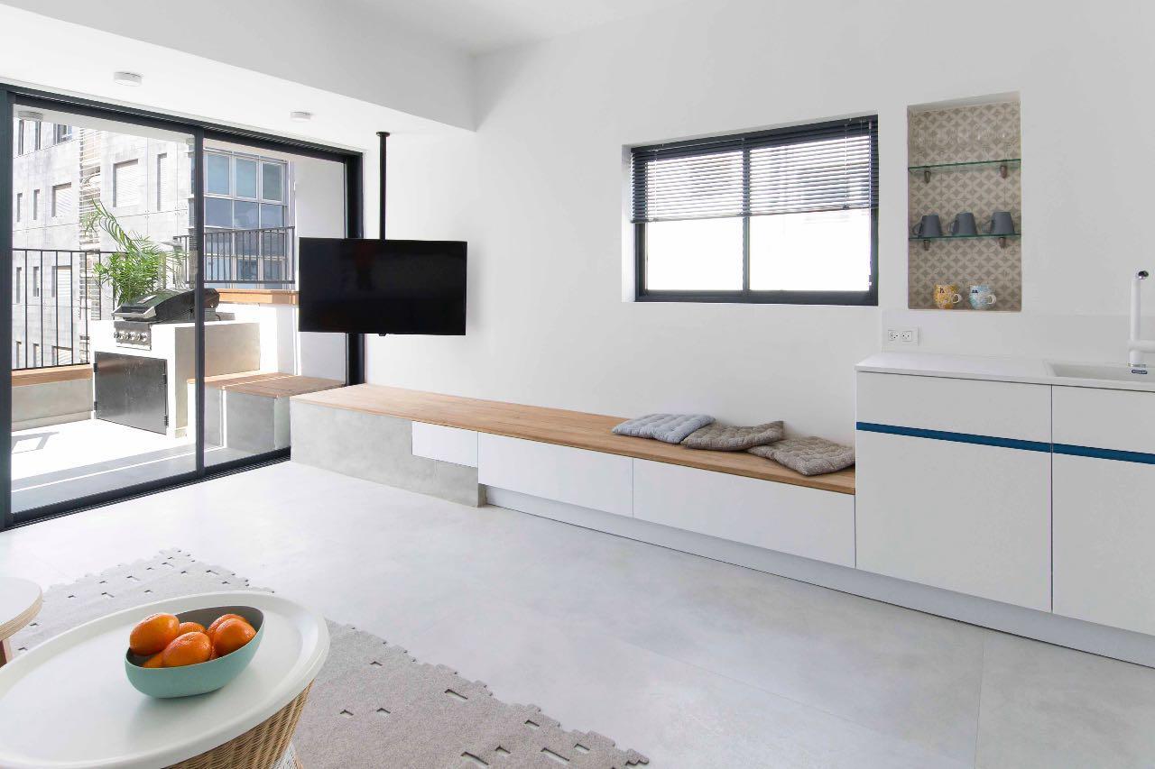Beautifully designed 3 bedroom apt near the beach