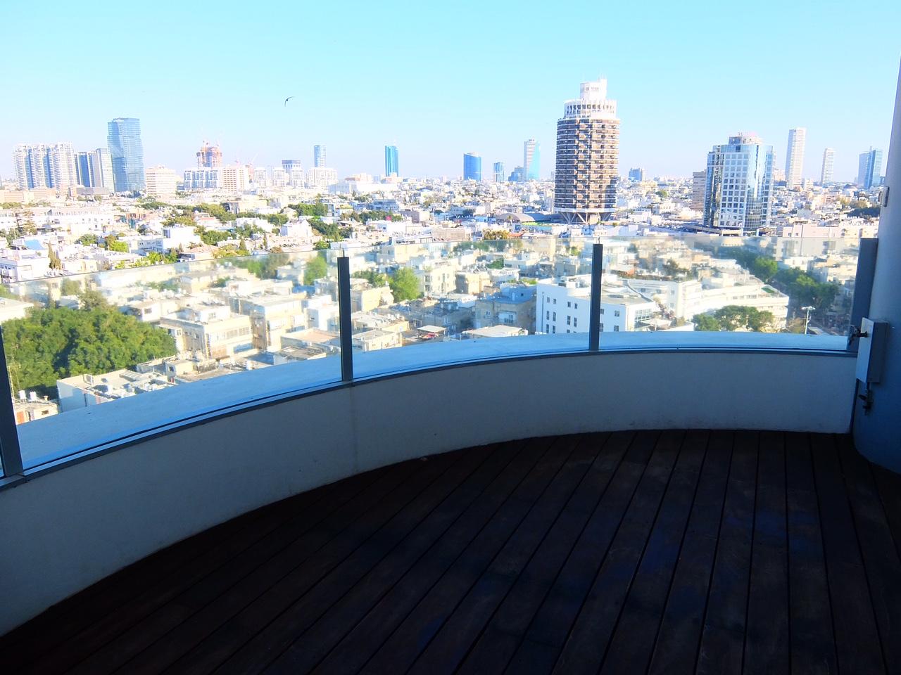 Luxurious 4 bedroom apartment in Frishman Tower