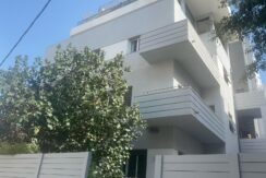 CHARMING APT WITH A HUGE PRIVATE GARDEN NEXT TO THE BEACH