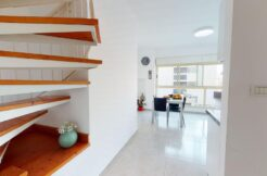 Bright and shiny roof top duplex apt by Hilton beach!