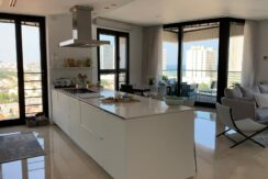 White City: luxurious apt with 2 huge bedrooms