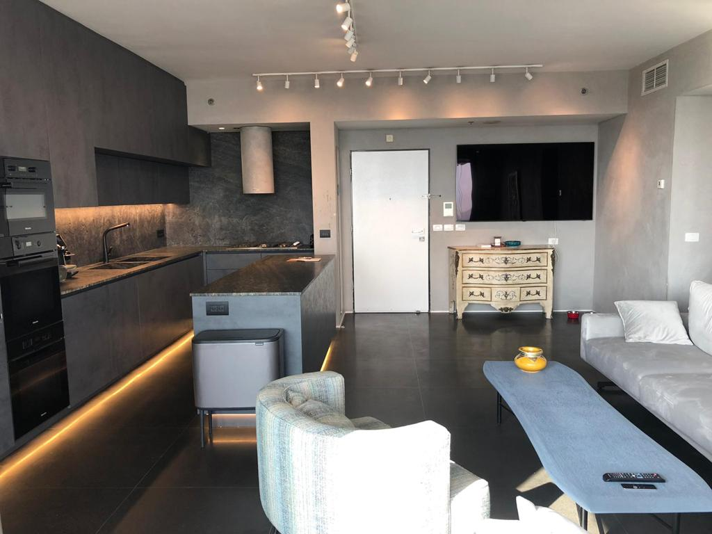 Luxury designed spacious apt with sea view in Lieber Tower