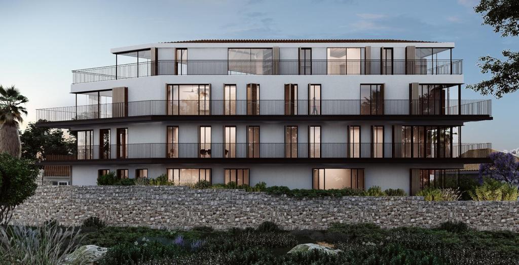 Unique garden apartment like a private villa in a beautiful building in Neve tzedek