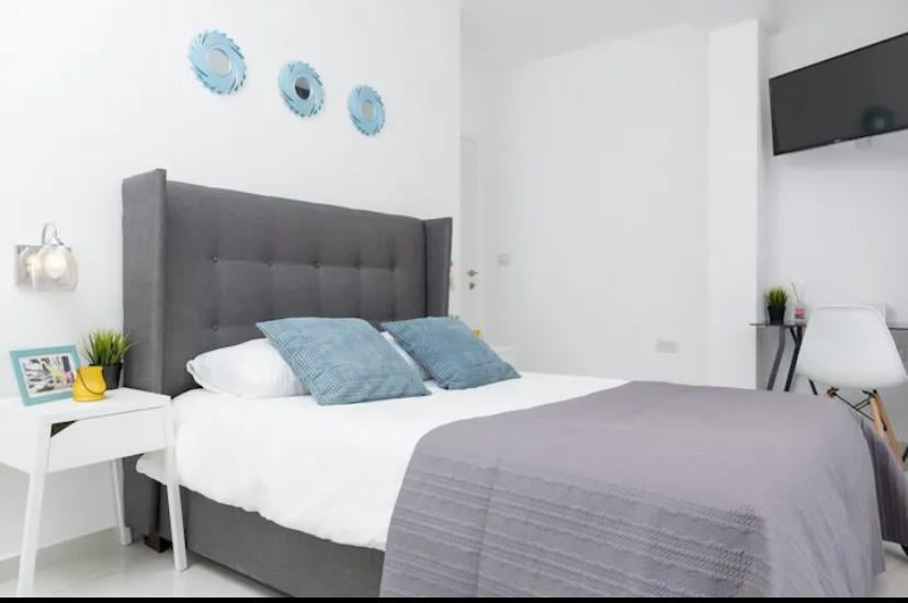 BEAUTIFUL AND FULLY FURNISHED APARTMENT ONE MINUTE WALK FROM THE BEACH