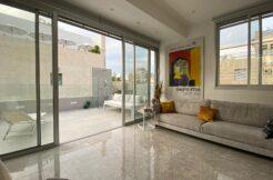 Beautiful Mini Penthouse Located by Gordon Beach