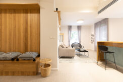 A BRIGHT 1.5 BEDROOMS APT WITH LOVELY GARDEN SURROUNDING IT NEXT TO DEZINGOFF STREET