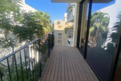 A NEW AND COMPLITELY NEW APARTMENT IN A QUIET STREET WITH A BEAUTIFUL BALCONY